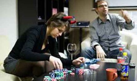 10-Reasons-People-Love-Playing poker